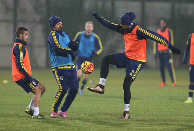 Fenerbahçe, Sivasspor maçı için kampa girdi