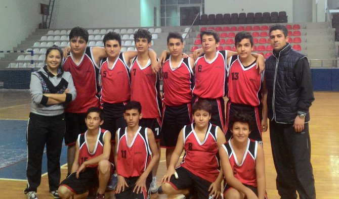 Gümüş Ortaokulu, basketbol müsabakalarında il birincisi oldu