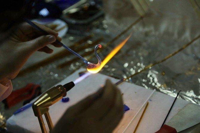 Atık Camlar Maharetli Ellerde Sanata Dönüşüyor