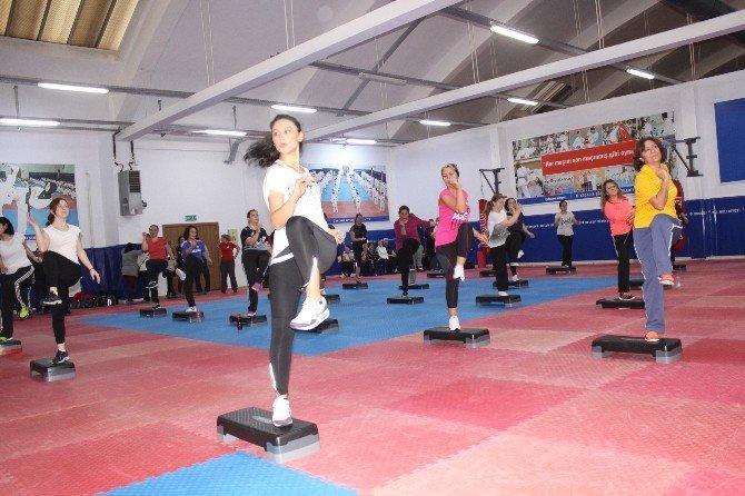 Ev Hanımları Sporla Gençleşiyor