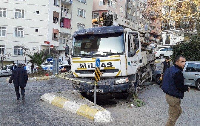 Maltepe'de Freni Boşalan Kamyon 12 Aracı Hurdaya Çevirdi