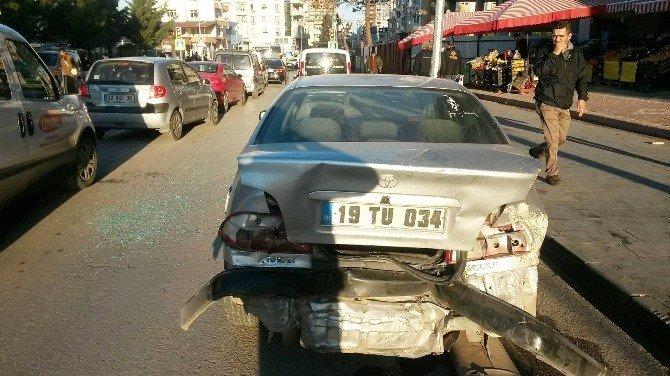 Freni Boşalan Kamyon 10 Aracı Biçti: 3 Yaralı