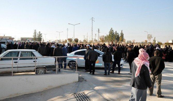 Akçakale'de Zincirleme Trafik Kazası: 2 Ölü, 7 Yaralı