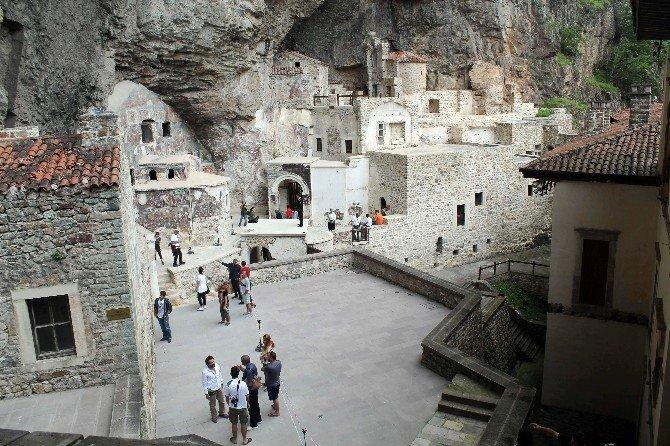 Trabzon'da Bu Yılın Kasım Ayı İtibariyle 2 Milyonun Üzerinde Turist Geldi