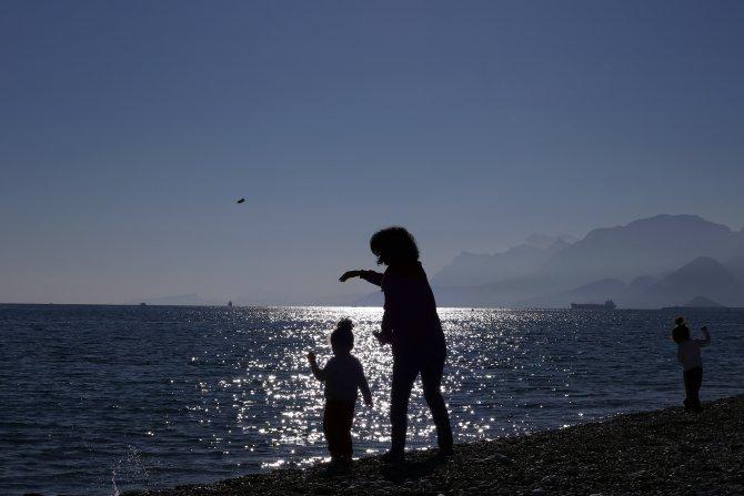 Aralık sonu geldi; Antalya'da 'yaz' bitmedi