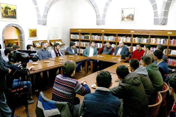 Başkan Orhan, Üniversiteli AK Gençlikle Buluştu