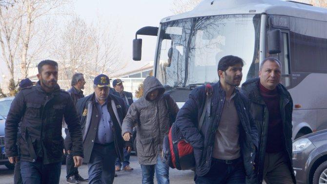 'Usulsüz dinleme' şüphelileri Ankara Adliyesi'ne getirildi