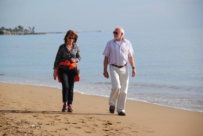 Noel tatili için Side'ye gelen turistler güneşli havanın keyfini çıkardı