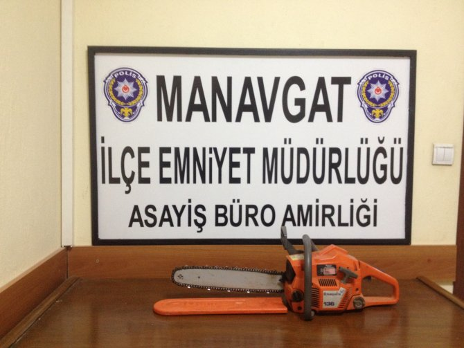 Motorlu odun kesme testeresi çalan 2 zanlı tutuklandı
