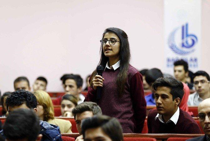Öğrenciler, 14'üncü Gençlik Şurası'nda Konuştu