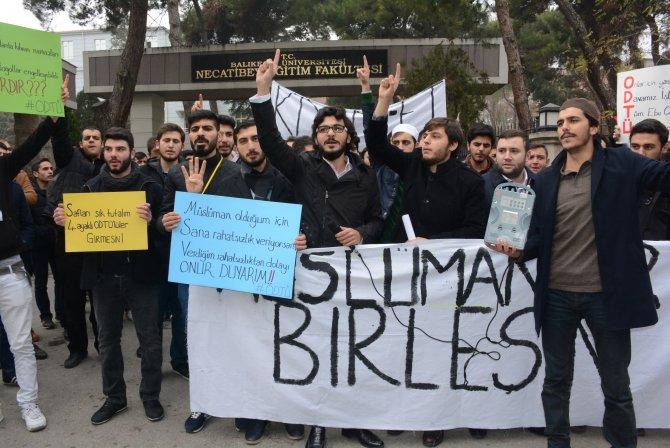 İlahiyat öğrencileri ODTÜ'deki saldırıyı bahçede namaz kılarak protesto etti