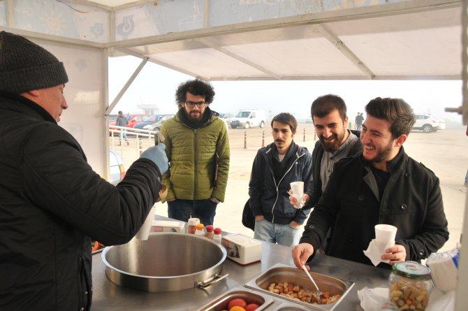 Belediyeden öğrenciye sıcak çorba