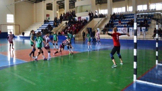 Bandırmaspor Hentbol Bayan Takımı: 24 - Urla Belediyesi Spor Kulübü Hentbol Bayan Takımı: 20