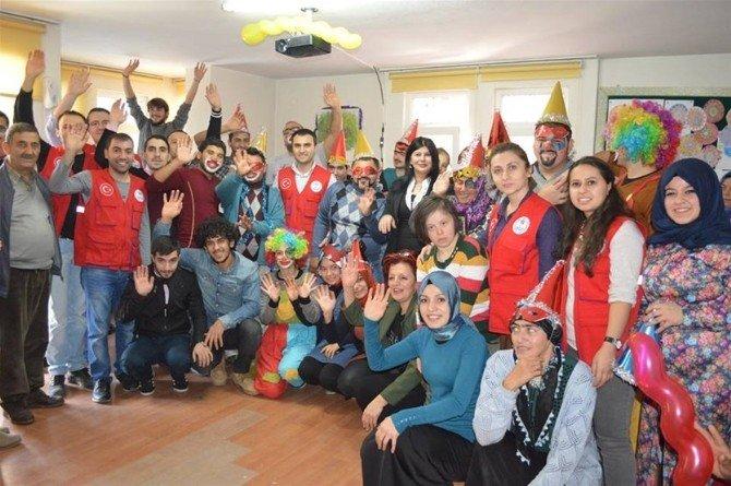 Gençlik Merkezi Üyeleri Engelli Öğrencilerle Buluştu