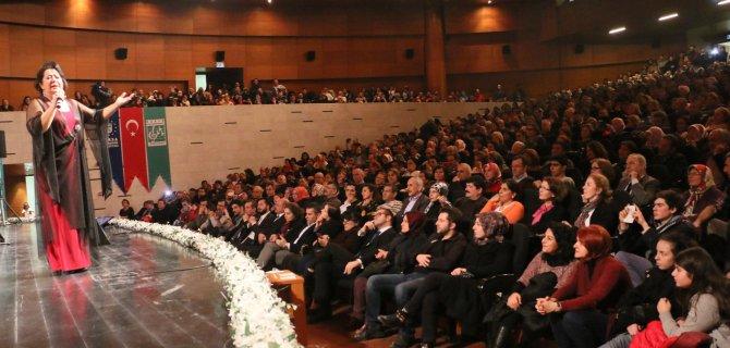 Emel Taşçıoğlu, sevilen türkülerini Bursalılar için seslendirdi