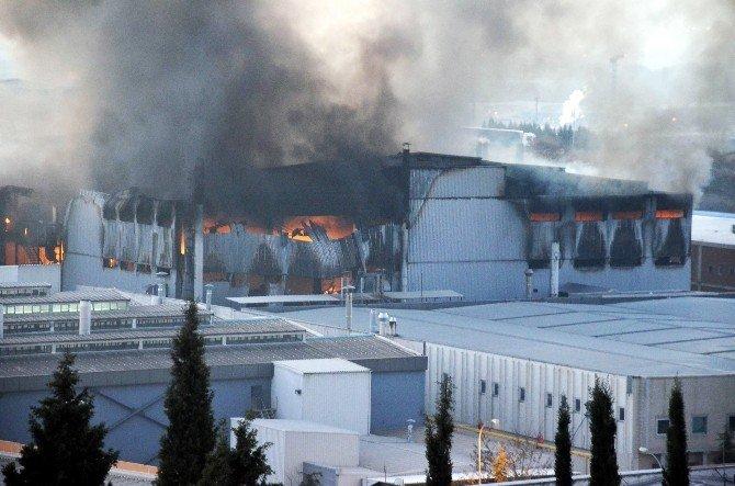 Fabrika Yangını 20 Saattir Söndürülemiyor