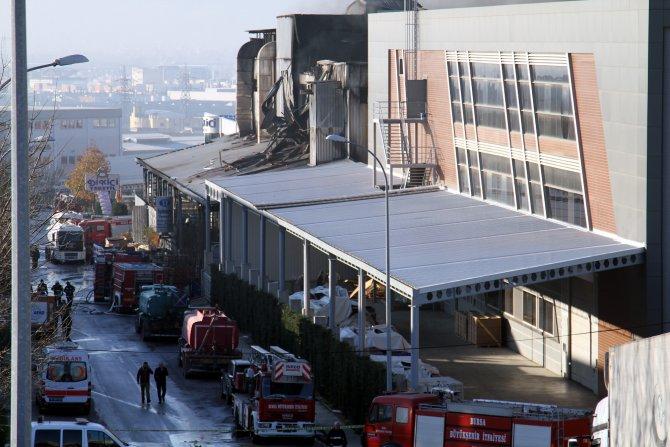 800 kişinin çalıştığı tekstil fabrikası küle döndü