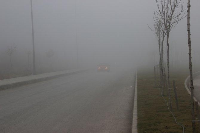 Çankırı genelinde etkili olan sis sürücülere zor anlar yaşattı