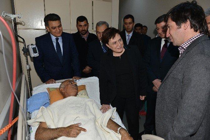 """Bakan Sarı'dan, Yaralı Polise """"Geçmiş Olsun"""" Ziyareti"""