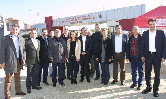 CHP heyetinden Silivri'deki gazetecileri ziyaret
