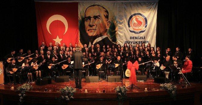 Türk Halk Müziği Konserine Büyük İlgi