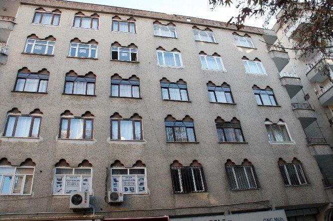 Diyarbakır'da Bir Evin Çatısına Roket İsabet Etti