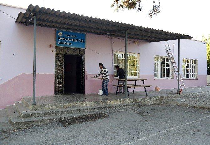 Erdemli Belediyesi'nin Okullara Desteği Sürüyor