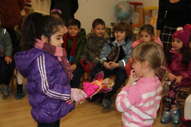 Çağdaş İlköğretim Öğrencilerinden Es Çocuk Evine Yeni Yıl Hediyeleri
