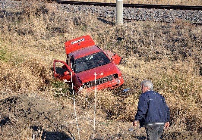Otomobil Takla Atarak Yoldan Çıktı: 3 Yaralı