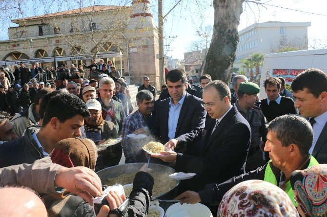 Mehmet Akif Ersoy İçin Mevlit Okutulup Pilav Dağıtıldı