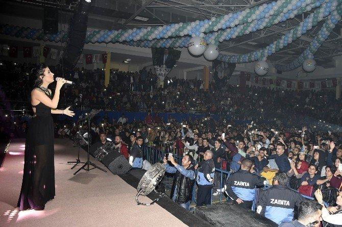 Oğuz Yılmaz Ve İrem Derici Kurtuluş Konserinde Coşturdu