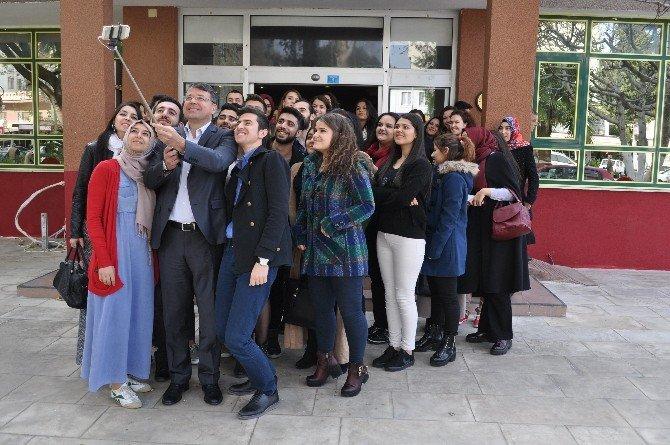 Başkan Turgut, Üniversiteli Öğrencilerle Kahvaltıda Buluştu