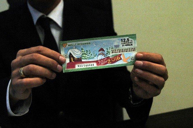 PTT Şubesine Gelen Yılbaşı Bileti Hayrete Düşürdü
