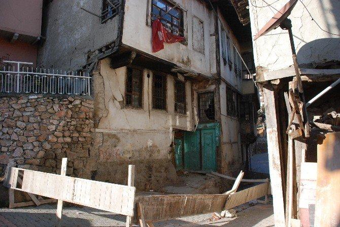 Mahalle Sakinlerini Korkutan Ev
