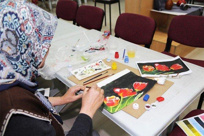 Ev Hanımlarından Şiddete Karşı 'Sevgi' Temalı Resim Sergisi