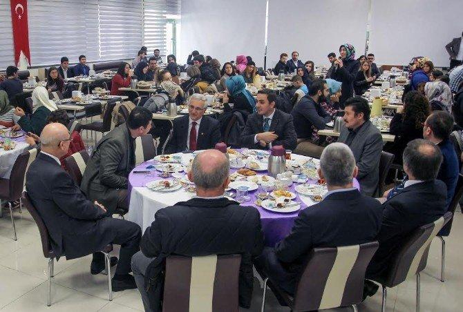 FSMVÜ Mensupları Ve Mezunları Kahvaltıda Buluştu