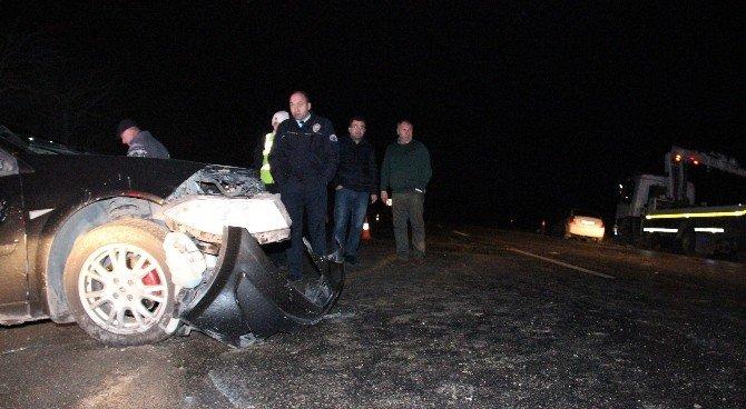 Otomobil Buz Tutan Yolda Takla Attı: 2 Yaralı