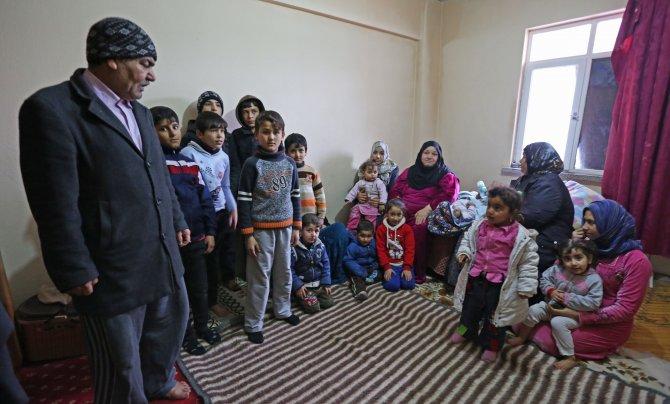 19 kişilik 4 aile, sobasız evde yaşıyor