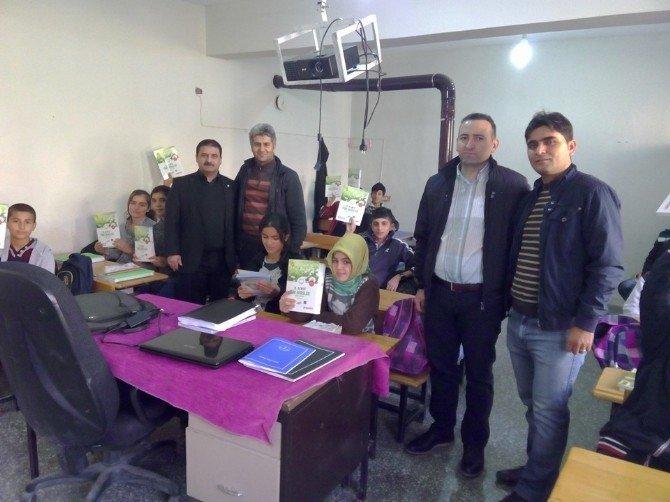 Kahta Dernekler Federasyonundan Köy Okuluna Yardım