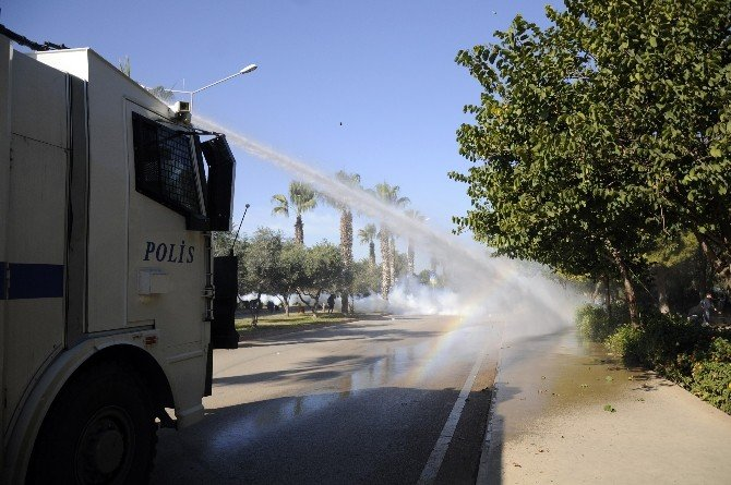 AÜ'de Uludere Olayını Protesto Eden Gruba Polis Müdahalesi
