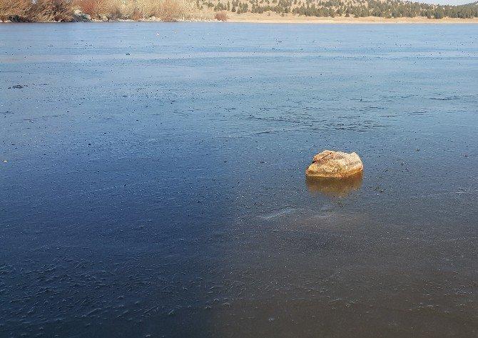 Balcı Göleti Buz Tuttu