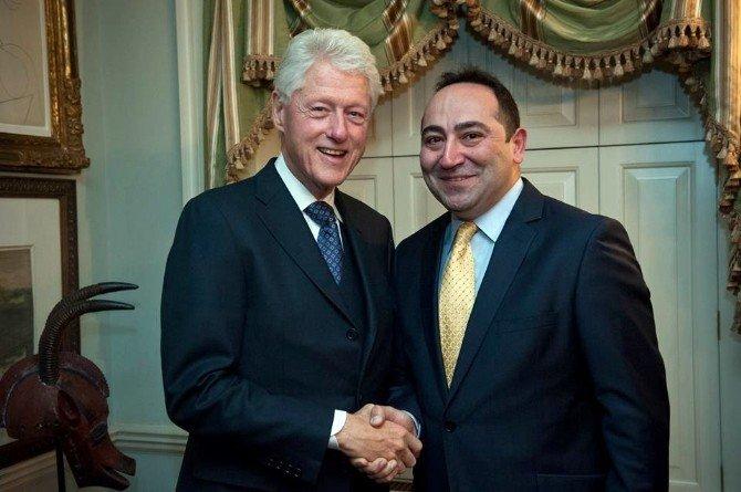Hillary Clinton'ın Ekibinde Bir Türk