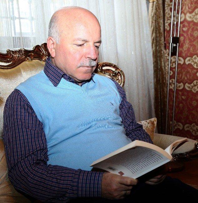 Kitap Dostu Başkan Mehmet Sekmen