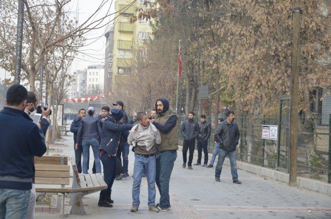 Sokağa çıkma yasağı protestosunda olaylar çıktı: 7 gözaltı