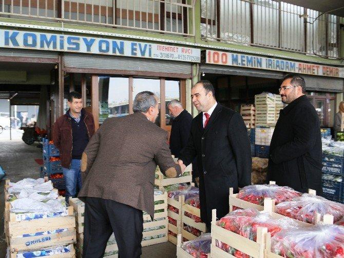 Başkan Nihat Çiftçi Hal Pazarı Esnafını Gezdi