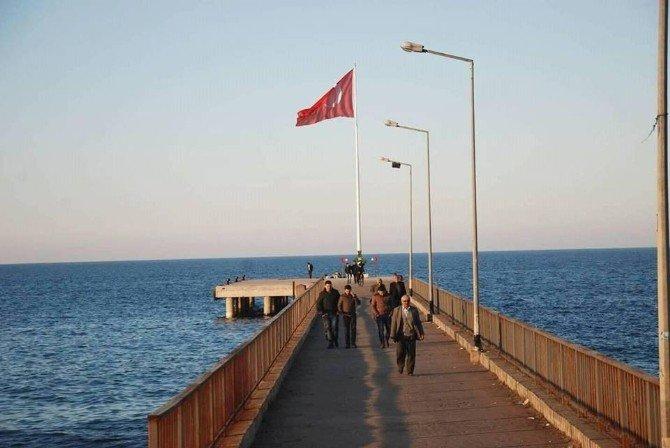 Giresun'un En Büyük Bayrağı Şehitler İçin Göndere Çekildi
