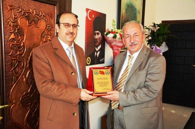 Okul Müdürlerinden Başkan Albayrak'a Teşekkür Plaketi