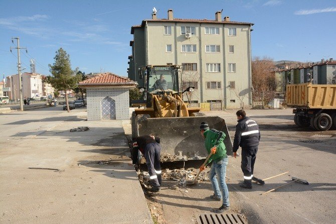 Dinar'da Eski Köy Garajı Yıkımı Tamamlandı