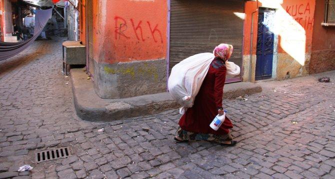 Çatışmaların devam ettiği Sur'da 6 ayda 10 şehit verildi