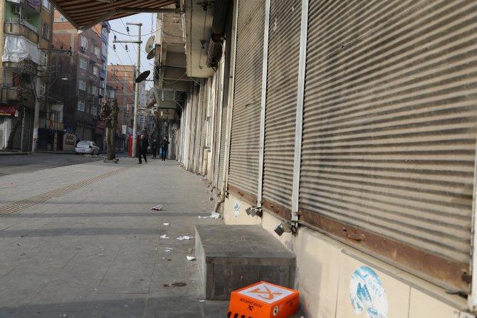 Sur'da çatışmalar şiddetlendi, esnaf kepenk kapattı